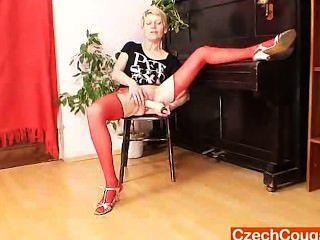लाल मोज़ा में ब्लौंडी मैडम घटिया नकली दांग कार्रवाई
