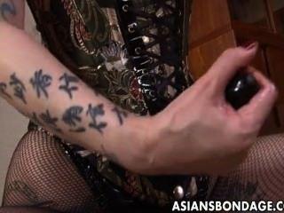 किसी न किसी एशियाई मालकिन उसे मिठाई गुलाम लड़की हल