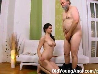 गुदा सेक्स तरस किशोर उसे वापस लेने के लिए पारित होने के बड़े आदमी भी जन्म देती है