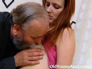 Sveta पर तुला हुआ है और उसे गधा उसके बड़े आदमी द्वारा कठिन गड़बड़