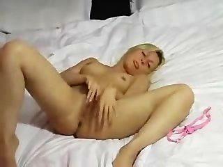 गर्म शौकिया गोरा Masturbating