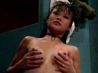 मिया उर्फ गंदी वेश्या मुस्कुराता है - दृश्य 4