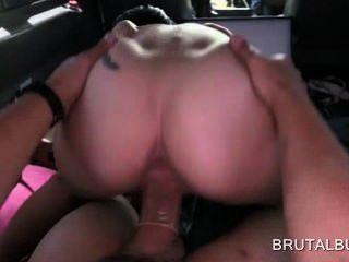 श्यामला सेक्स बम बड़ा डिक उसकी योनी में ले जा रही है
