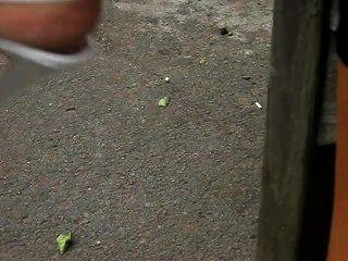उच्च ऊँची एड़ी के जूते में परिपक्व पैर