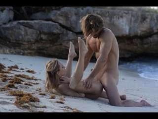 समुद्र तट पर चिकना दंपति की चरम कला सेक्स