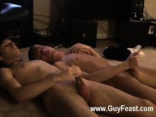 गर्म समलैंगिक यौन संबंध का पता लगाने के भी कैमरे से दूर हाथ एक के लिए उसे कंपनी रखने के लिए