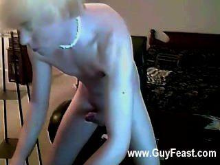 समलैंगिक फिल्म है कि जब तक इस आदमी के माध्यम से अपनी चोंच रगड़ शुरू होता है उसकी