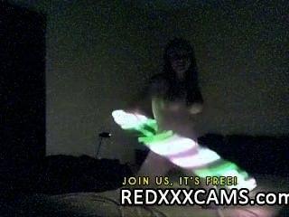 गर्म किशोरों उसे रसदार बिल्ली के साथ साथ गुदा खेलने वेब कैमरा लाइव शो Leake में छूत
