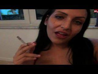 kittyblow - धूम्रपान