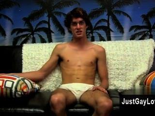 समलैंगिक सेक्स टायलर जंगल रसदार और सेक्सी है, और जैसा कि बहुत से निर्दोष भर आता है।