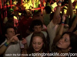 स्प्रिंग ब्रेक पर क्लब hotties