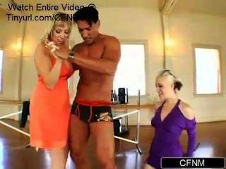 महिलाओं के नृत्य प्रशिक्षक का दुरुपयोग