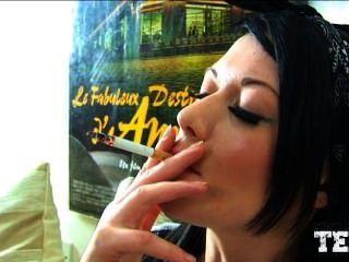 धूम्रपान लड़की 2