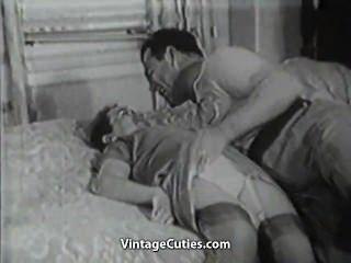बिस्तर में पुराने और युवा कमबख्त संबंधों