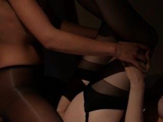 आईने के सामने होने सेक्स lesbs