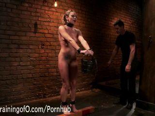 बेली ब्लू उसे पहली गुलाम सबक सीखता है