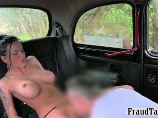 गर्म फूहड़ गुदा creampie एक टैक्सी की पीठ में jizzed