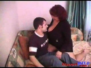 रूस मोटा माँ एक पतला आदमी पर सवार