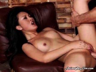 एशियाई मॉडल गुदा सेक्स के बाद मुंह में सह आनंद मिलता है