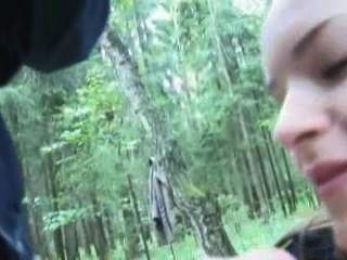 जंगल में साहसिक blowjob