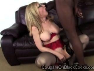 सेक्सी मोज़ा में Slutty milf नीना हार्टले प्रतिभाशाली काला आदमी से दूर बेकार