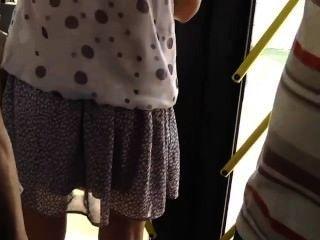 बस में एक गर्म लड़की पर जासूसी