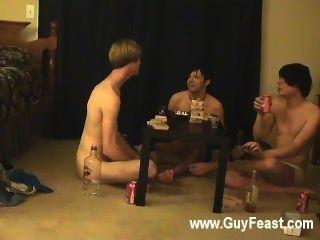 समलैंगिक वीडियो ट्रेस और विलियम उनकी हाल ही में दोस्त के साथ मिलकर अधिग्रहण