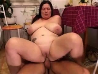 विशाल स्तन माताओं