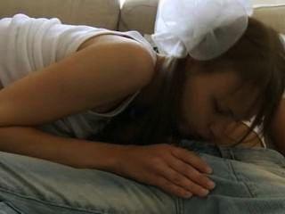 माता-पिता के सोफे पर breasty किशोरों की कमबख्त