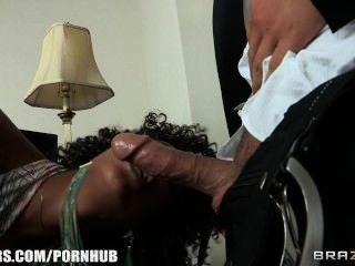 मिस्टी स्टोन एक वेश्यालय में एक नहीं, सेक्स शिविर धर्मान्तरित