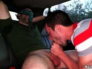 डिक भेदी के साथ दोस्त गधे गड़बड़ हो जाता है