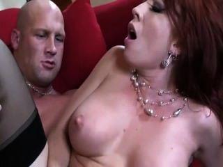 बड़े स्तन के साथ रेड इंडियन जांघ उच्च मोज़ा और एक गेटिस में गड़बड़ हो रही है
