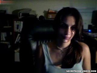 वेबकैम पर युवा लड़कियों पहला सेक्स