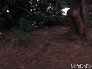मूल एमआईएलए से सुडौल GILF hotter