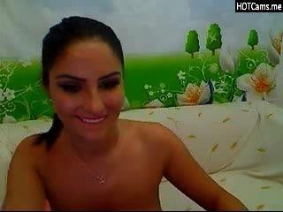 वेबकैम पर बड़ी प्राकृतिक स्तन के साथ श्यामला
