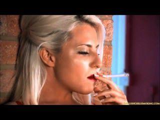 सोफी धूम्रपान सेक्सी