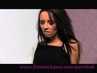 महिला एजेंट।कंडोम या wank पहनने