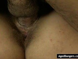 गर्म गोरा नर्तकी उसके मुंह और बिल्ली में तीन लंड द्वारा भरा हो रही है।