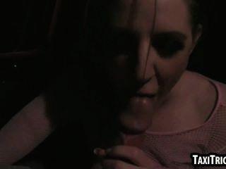 स्वादिष्ट bruentte बेब उसे टैक्सी ड्राइवर द्वारा गड़बड़ हो जाता है