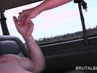 शौकिया सेक्स के बस में बड़ा डिक के साथ उसके योनी को भरने