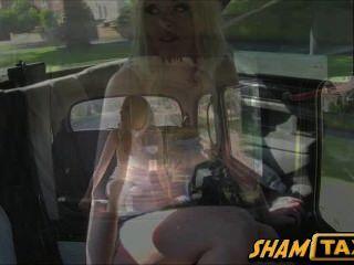 टैक्सी ड्राइवरों उसकी कार के पीछे में अपनी पूर्व प्रेमिका assfucks