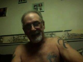 पुराने पुरुष कैम पर masturbates