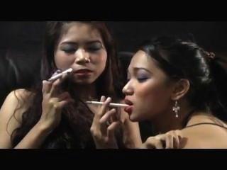 दो लड़कियों सेक्सी धुआं