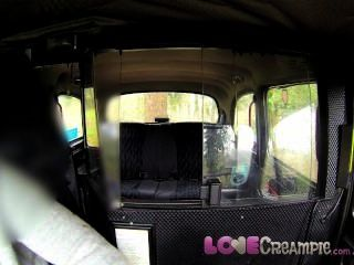 प्रेम Creampie ब्रिटिश फूहड़ गुदा से पहले नकली टैक्सी चालक गहरी blowjob देता है