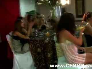 सीबीटी छंटक शौकिया पार्टी लड़कियों द्वारा चूसा