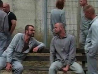 जेल प्रेम कहानी