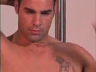 सुंदर पुरुष मॉडल नग्न दिखावा