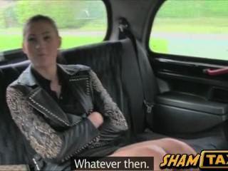 टैक्सी ड्राइवर सोचता है कि वह इस समय एक वेश्या यात्री मिला
