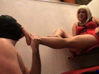 गर्म लड़की पैर की पूजा की
