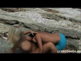 पोलिश संचिका समलैंगिकों इनेस Cudna और समुद्र तट पर extasi